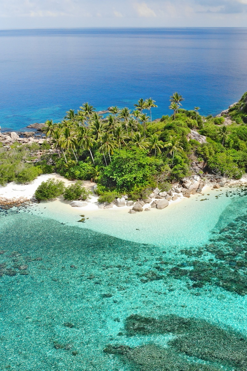 This castaway island is blessed with a rugged boulder-strewn landscape and countless coconut trees. Selfie anyone?